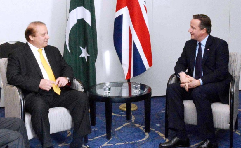 APP17-27 MALTA: November 27 - Prime Minister Muhammad Nawaz Sharif  meeting with Prime Minister of the United Kingdom Mr. David Cameron on the sidelines of 24th Meeting of the Commonwealth Heads of Government. APP